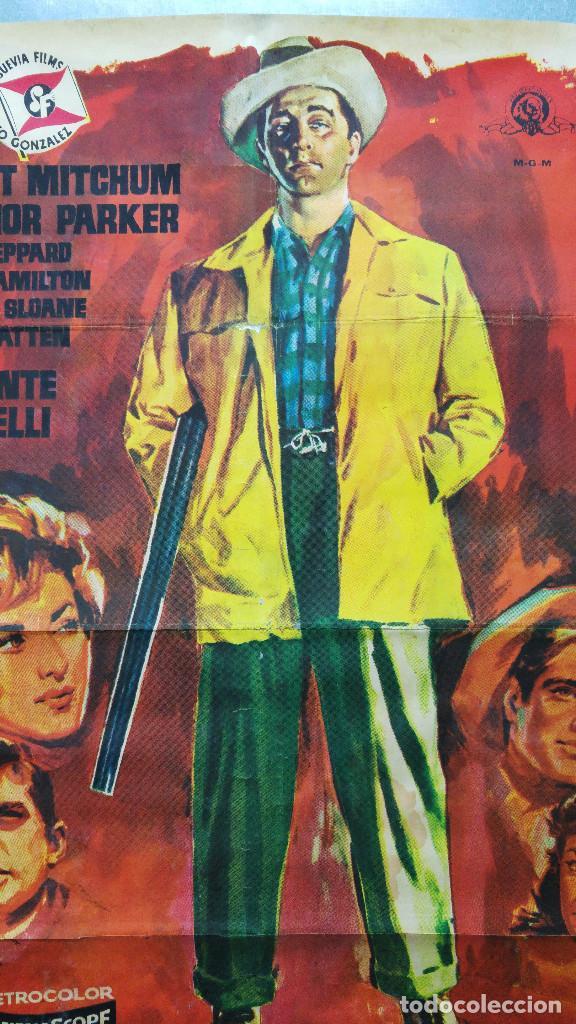 Cine: CON EL LLEGO EL ESCANDALO. ROBERT MITCHUM, ELEANOR PARKER, GEORGE HAMILTON. AÑO 1961 - Foto 2 - 121967987