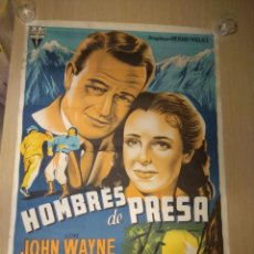 Cine: HOMBRES DE PRESA JOHN WAYNE POSTER ORIGINAL 70X100 DE ESTRENO LITOGRAFIA. Lote 127679939