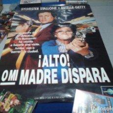 Cine: POSTER VIDEO CLUB DE LOS 90 ( ALTO O MI MADRE DISPARA ) DE 70X100 CM 1992 UNIVERSAL. Lote 134448418