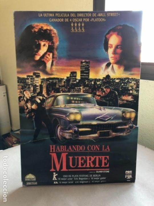 HABLANDO CON LA MUERTE (OLIVER STONE 1989). CARTEL PROMOCIONAL TROQUELADO (Cine - Posters y Carteles - Suspense)