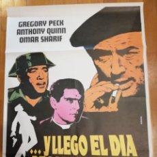 Cine: CARTEL DE CINE Y LLEGO EL DIA DE LA VENGANZA. GREGORY PECK, ANTHONY QUINN, OMAR SHARIF. 1964.. Lote 140931670