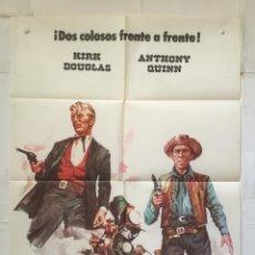 Cine: EL ULTIMO TREN DE GUN HILL - POSTER CARTEL ORIGINAL - KIRK DOUGLAS ANTHONY QUINN CAROLYN JONES . Lote 146142410