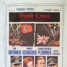 Cine: TRIPLE CROSS - POSTER CARTEL ORIGINAL YUL BRYNNER ROMY SCHNEIDER CHRISTOPHER PLUMMER 2º GUERRA MUND. Lote 146198014
