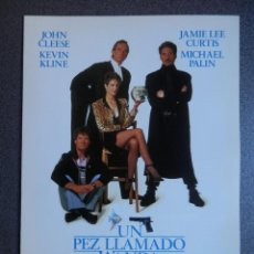 Cine: GUIA DE CINE 2 HOJAS: UN PEZ LLAMADO WANDA - JOHN CLEESE Y KEVIN KLINE. Lote 149494616
