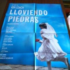 Cine: POSTER -- LLOVIENDO PIEDRAS -- POSTER GRANDE + 8 FOTOGRAMAS -- ORIGINALES DE CINE -- . Lote 150271486
