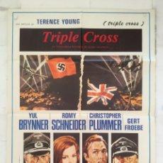 Cine: TRIPLE CROSS - POSTER CARTEL ORIGINAL - CHRISTOPHER PLUMMER ROMY SCHNEIDER, YUL BRYNNER. Lote 150787258