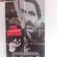 Cine: UN HOMBRE INOCENTE Y 10 FOTOCROMOS DE LA MISMA PELICULA. Lote 151430250