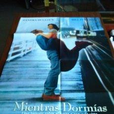 Cine: POSTER -- MIENTRAS DORMIAS -- POSTER GRANDE + 12 FOTOGRAMAS -- ORIGINALES DE CINE -- . Lote 152155038
