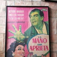 Cine: CARTEL ENMARCADO LA MANO QUE APRIETA AFREDO BARBIERI POSTER ORIGINAL 70X100 ESTRENO. Lote 152468034