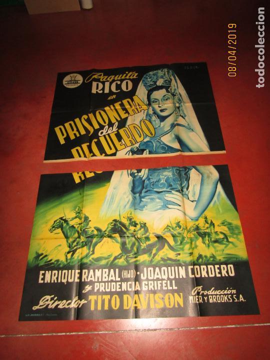 ANTIGUO CARTEL LITOGRAFÍA GIGANTE PRISIONERA DEL RECUERDO CON PAQUITA RICO - PERIS ARAGÓ (Cine - Posters y Carteles - Clasico Español)