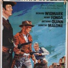 Cine: EL HOMBRE DE LAS PISTOLAS DE ORO. RICHARD WIDMARK-HENRY FONDA-A. QUINN. CARTEL ORIGINAL 1983, 100X70. Lote 160658194