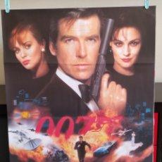 Cine: POSTER GOLDENEYE JAMES BOND 007 - DOBLADO. Lote 163618158