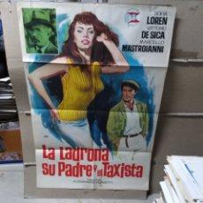 Cine: LA LADRONA SU PADRE Y EL TAXISTA SOPHIA LOREN MASTROIANNI DE SICA POSTER ORIGINAL 70X100 YY (2069). Lote 165485172