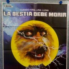 Cine: LA BESTIA DEBE MORIR. PETER CUSHING, CALVIN LOCKHART AÑO 1985 POSTER ORIGINAL DEL ESTRENO. Lote 166422870
