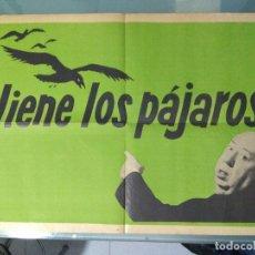 Cine: VIENE LOS PAJAROS - CARTEL DE CINE DE LA PELICULA: LOS PAJAROS , DE ALFRED HITCHCOCK. Lote 167062908