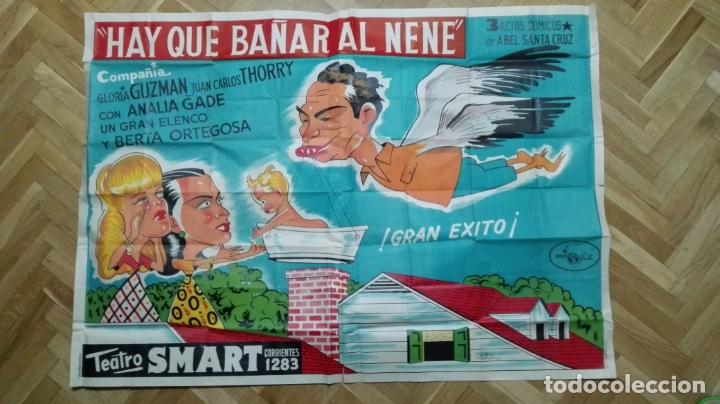 POSTER HAY QUE BAÑAR AL NENE CON ANALIA GADE - TEATRO SMART, MEDIDAS 137 X 98 CM (Cine - Posters y Carteles - Clasico Español)