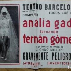 Cine: POSTER GRAVEMENTE PELIGROSA CON ANALIA GADE Y FERNAN GOMEZ, TEATRO BARCELONA MEDIDAS 32 X 44 CM. Lote 169152952