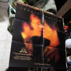 Cine: PÓSTER DE CINE ORIGINAL: A LA LUZ DEL FUEGO. Lote 170289104