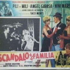 Cine: PILI Y MILI. CARTEL-ANUNCIO DEL FILM 'ESCÁNDALO EN LA FAMILIA' (1967). 36X28,5 CMS.. Lote 171727273