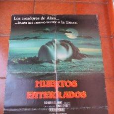 Cine: MUERTOS Y ENTERRADOS. Lote 172330658