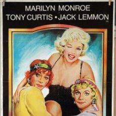 Cine: CON FALDAS Y A LO LOCO. MAILYN MONROE-TONY CURTIS-JACK LEMMON-BILLY WILDER. CARTEL1983. 70X100. Lote 176768442