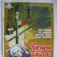 Cine: LA TIENDA EN LA CALLE MAYOR - POSTER CARTEL ORIGINAL CINE - JÁN KADÁR ELMAR KLOS 2ª GUERRA MUNDIAL. Lote 178219252