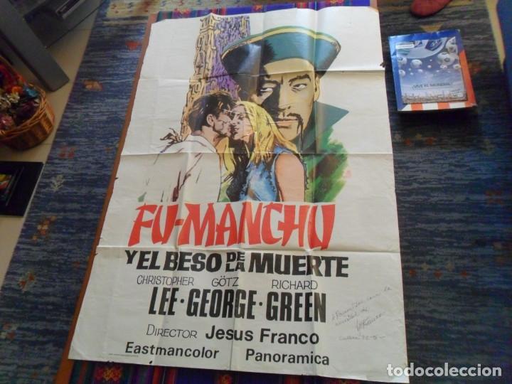 Cine: CON AUTÓGRAFO DE JESÚS JESS FRANCO, CARTEL FU-MANCHU Y EL BESO DE LA MUERTE. 100X69 CMS. MÍTICO. - Foto 2 - 180191951