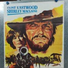 Cine: DOS MULAS Y UNA MUJER. CLINT EASTWOOD, SHIRLEY MACLAINE AÑO 1977. POSTER ORIGINAL. Lote 180330601