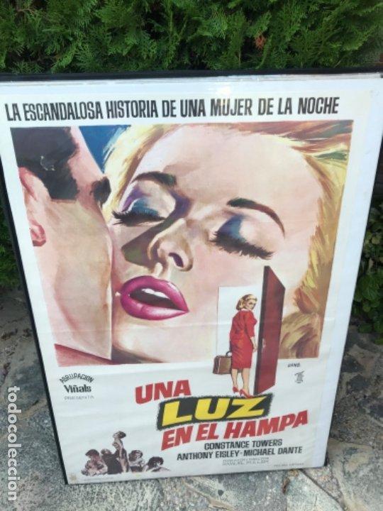 CARTEL CINE PELÍCULA UNA LUZ EN EL HAMPA (Cine - Posters y Carteles - Acción)