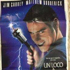 Cine: CARTEL ORIGINAL CINE 70 X 100 CM APROX JIM CARREY MATTHEW BRODERICK UN LOCO A DOMICILIO. Lote 183644863
