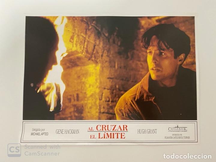 AFICHE DE CINE. PELICULA: AL CRUZAR EL LIMITE. HUGH GRANT. MEDIDAS APROX.: 34 X 24 CM (Cine - Posters y Carteles - Suspense)