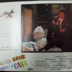 Cine: CARTEL FOTOGRAMA DE CINE. NUNCA ESTAS EN CASA. 34X24,5 CM. CARTELCI-148. Lote 184702533