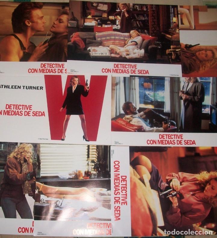 LOTE DE 8 AFICHES DE LA PELÍCULA DETECTIVE CON MEDIAS DE SEDA (1991). CON KATHLEEN TURNER (Cine - Posters y Carteles - Suspense)