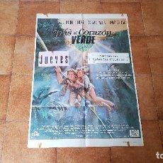 Cine: POSTER CARTEL TRAS EL CORAZON VERDE (100 X 70 CMS. APROX.) MICHAEL DOUGLAS Y KATHLEEN TURNER. Lote 186379135