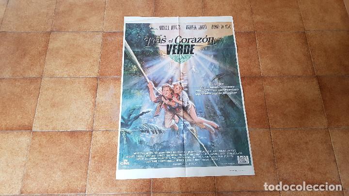 POSTER CARTEL TRAS EL CORAZON VERDE (100 X 70 CMS. APROX.) MICHAEL DOUGLAS Y KATHLEEN TURNER (Cine - Posters y Carteles - Aventura)