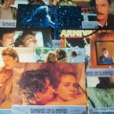 Cine: LOTE DE 10 AFICHES/FOTOCROMOS DE LA PELÍCULA DURMIENTO CON SU ENEMIGO. CON JULIA ROBERTS. 1991. Lote 187079196