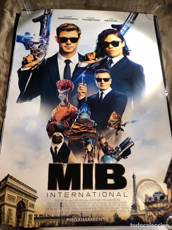 MEN IN BLACK MIB INTERNACIONAL 2 POSTER DIFERENTES CINE 70X100CM (Cine - Posters y Carteles - Ciencia Ficción)