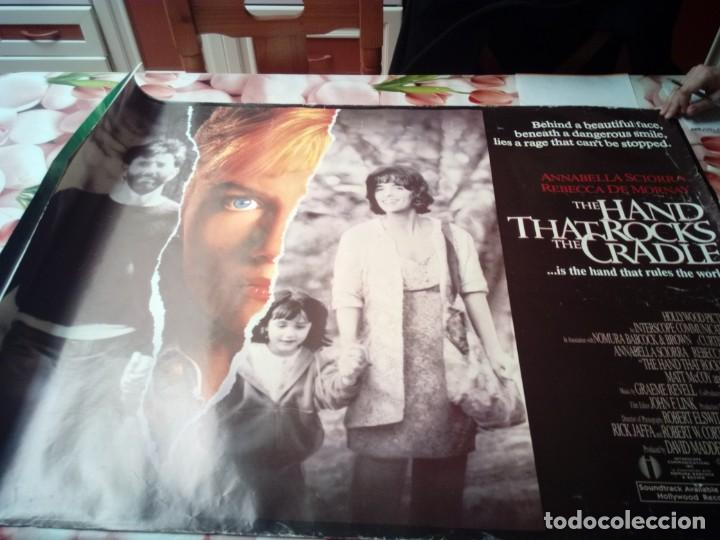 THE HAND THATROCKS THE CRADLE. MEDIDAS. 101,8 X 76,2- BBB (Cine - Posters y Carteles - Suspense)