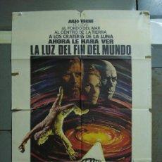 Cine: CDO 458 LA LUZ DEL FIN DEL MUNDO JULIO VERNE KIRK DOUGLAS YUL BRYNNER POSTER ORIGINAL 70X100 ESTRENO. Lote 195310110