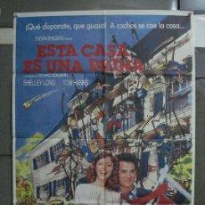 Cine: CDO 509 ESTA CASA ES UNA RUINA TOM HANKS STEVEN SPIELBERG POSTER ORIGINAL 70X100 ESTRENO. Lote 195415507