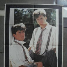 Cine: CDO 517 ANOTHER COUNTRY OTRO PAIS RUPERT EVERETT CARY ELWES GAY POSTER ORIGINAL ESTRENO 70X100. Lote 195417140
