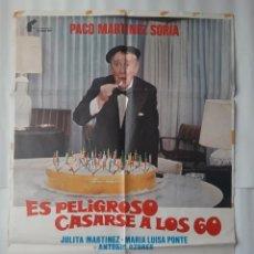 Cinema: CARTEL CINE PACO MARTINEZ SORIA ES PELIGROSO CASARSE A LOS 60 1980 C465. Lote 195585837