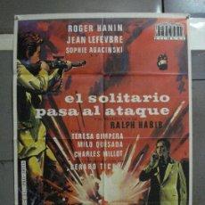 Cine: AAF15 EL SOLITARIO PASA AL ATAQUE ROGER HANIN POSTER ORIGINAL 70X100 ESTRENO. Lote 196093371