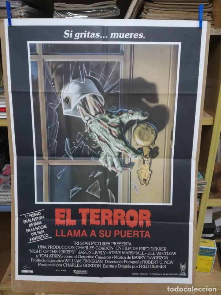 EL TERROR LLAMA A SU PUERTA TOM ATKINS POSTER ORIGINAL 70X100 (Cine - Posters y Carteles - Aventura)