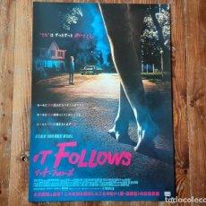 Cine: IT FOLLOWS DAVID ROBERT MITCHELL MAIKA MONROE CARTEL ORIGINAL JAPONÉS 2016 NO REPRO RARO!!!. Lote 198187382