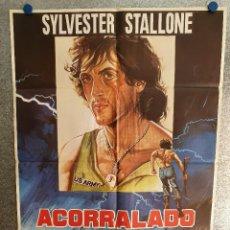 Cine: ACORRALADO, RAMBO. SILVESTER STALLONE. AÑO 1982 ESTRENO. POSTER ORIGINAL. Lote 199651317