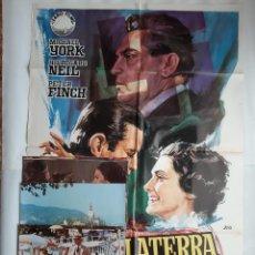 Cine: ANTIGUO CARTEL CINE INGLATERRA ME HIZO + 12 FOTOCROMOS 1973 CC7. Lote 200368425