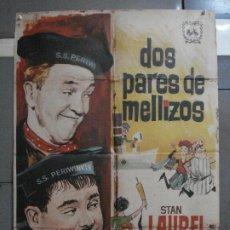 Cine: CDO 1366 DOS PARES DE MELLIZOS STAN LAUREL OLIVER HARDY ALVARO POSTER ORIGINAL 70X100 ESPAÑOL R-63. Lote 200543415
