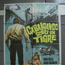 Cine: CDO 1416 CABALGANDO SOBRE UN TIGRE TOM BELL JUDI DENCH POSTER ORIGINAL ESTRENO 70X100. Lote 200651056