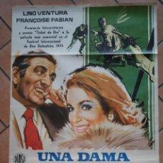 Cine: CARTEL DE LA PELICULA UNA DAMA Y UN BRIBON. 100 X 70 CM PREMIO SAN SEBASTIÁN 1973. Lote 201297248